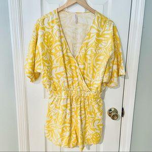 🔴Xhilaration Tropical Yellow & White Romper